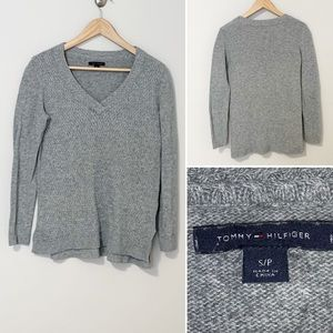 Tommy Hilfiger Grey Women's V-Neck Sweater - Small